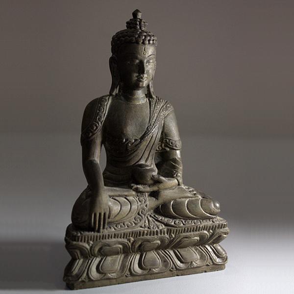 Каменная статуэтка Будды. Непал